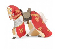 Конь в попоне красный