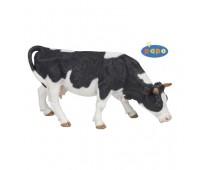 51150 Пасущаяся черно-белая корова