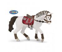 Белая лошадь с заплетенной гривой для езды верхом
