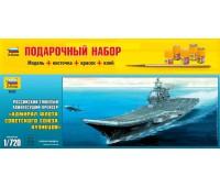 Сборная модель Авианосец Адмирал Кузнецов подарочный набор (9002П)